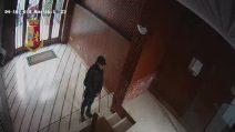 Palermo, rapinava le donne negli androni di casa: incastrato dalle telecamere