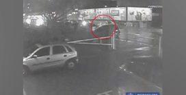 Lo picchiano a morte con cesoie e piccone: le immagini incastrano tre persone