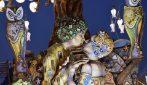 Due uomini nel bacio di Klimt al carnevale di Putignano