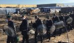 """San Ferdinando, le immagini dello sgombero della baraccopoli: """"Molti non sanno dove andare"""""""