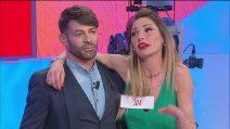 Uomini e Donne, Ida Platano invita a ballare Gianni Sperti. La furia di Riccardo Guarnieri