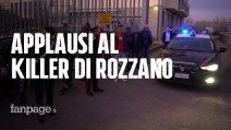 """Omicidio Rozzano, baci e applausi dalla folla all'assassino scortato in carcere: """"Bravo, bravo"""""""