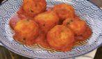 Pallotte cacio e uova fritte e al sugo: la ricetta economica e saporita!
