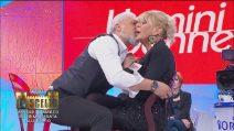 Uomini e Donne, Rocco ruba un bacio a Gemma Galgani
