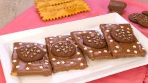 Italian chocolate chiacchiere: sweet Carnival fritters!
