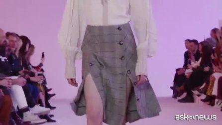 Moda Parigi, l'omaggio di Chloé a Karl Lagerfeld