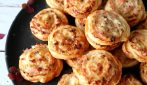 Cream Cheese, ham and mushrooms puff pastry snacks: easy and delicious