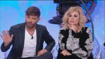 """Uomini e Donne, Tina Cipollari e Gianni Sperti contro Riccardo Guarnieri: """"Sei un farabutto"""""""