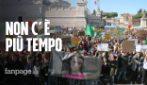 """L'appello degli studenti per il clima: """"Non c'è più tempo per salvare il nostro pianeta"""""""