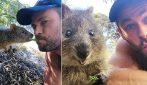 Chris Hemsworth imbocca un quokka e scatta un simpaticissimo selfie