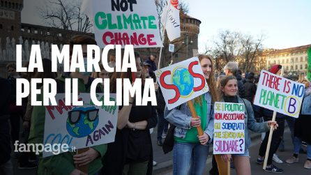 """Clima, oltre 100mila in piazza a Milano nel segno di Greta Thunberg: """"La politica deve agire adesso"""""""