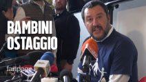 """Matteo Salvini: """"Bacio tutti i bambini del mondo ma liberiamo quelli ostaggio delle case famiglia"""""""