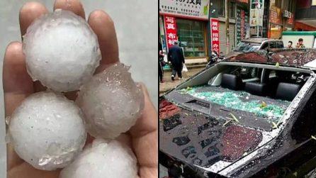 Auto e case distrutte: le impressionanti immagini delle enormi palline di grandine