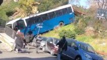 Grottaferrata, il bus perde il controllo e finisce nella scarpata