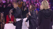 """Il """"tocco"""" di Laura Pausini a Ricky Martin ad Amici 18"""