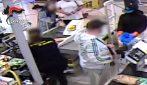 Napoli, arrestati 3 rapinatori seriali di supermercati: sono accusati di 7 colpi