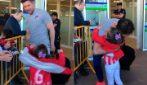 """""""Solo un abbraccio, solo un abbraccio"""", la reazione di Simeone davanti alla tenera bimba"""