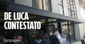 """De Luca contestato dai disoccupati: """"Non ci riceve"""". Lui: """"Stop alle liste di lotta"""""""