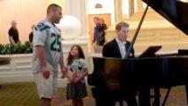 Papà canta una commovente Ave Maria per la figlia a Disney World