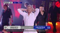 Amici - Umberto balla sulle note di Innuendo