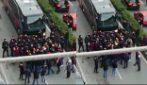 Genoa, tensione dopo il derby: tifosi bloccano il pullman della squadra