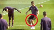 Cristiano Ronaldo su di giri: in allenamento si diverte con numeri da circo