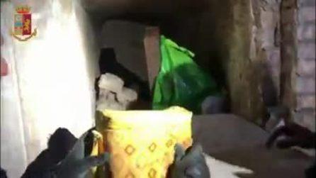 Nascondeva 1 chilo di coca e una pistola in una tomba del Verano: arrestato marmista