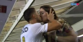 Segna un gol importantissimo: la sua esultanza è la più romantica che ci sia