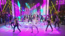 """Amici - Ricky Martin si esibisce con Rafael: """"Vi porto ai Caraibi"""""""