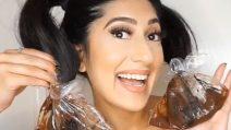 Immerge i capelli nel cioccolato: il metodo naturale contro le doppie punte