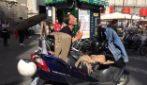 """Mario, il """"batterista rivoluzionario"""" torna ad esibirsi per le strade di Napoli"""