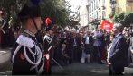 """25 aprile a Napoli: Roberto Fico in piazza, la gente intona """"Bella Ciao"""""""
