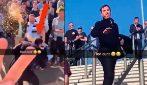 Brutto gesto dei tifosi del Manchester City: birra in testa all'ex United Gary Neville