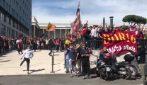 """Roma, contestazione dei tifosi contro la società: """"Pallotta pezzo di m..."""""""