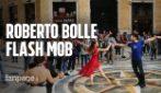 Il flash mob di Roberto Bolle a Napoli, folla impazzita da Via Toledo alla Galleria Umberto