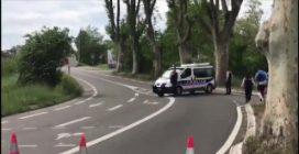 Francia, uomo sequestra ostaggi e spara contro la polizia: gli agenti sul posto