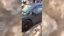 Mostra la sua Lamborghini Aventador, ma fate attenzione alla carrozzeria