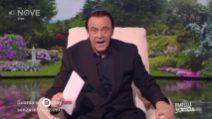 """Crozza-Berlusconi con il pupazzo di Zorro: """"Pier Silvio ha detto che lo ha rubato a un bambino"""""""