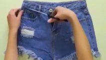 Come modificare gli shorts di jeans: il dettaglio che li rende unici