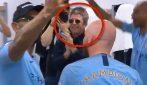 Manchester City, negli spogliatoi c'è proprio lui: spunta Noel Gallagher e si canta 'Wonderwall'