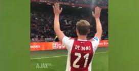 De Jong compie 22 anni, vince lo scudetto e dà l'addio ai tifosi: quello che accade è emozionante