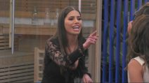 "Grande Fratello - Sabrina, amica di Mila Suarez, a Francesca De André: ""Ti denunceremo per bullismo"""