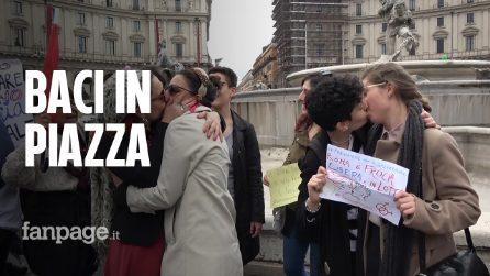 """Blitz femminista contro Marcia per la Vita e baci tra donne: """"Sul nostro corpo decidiamo noi"""""""