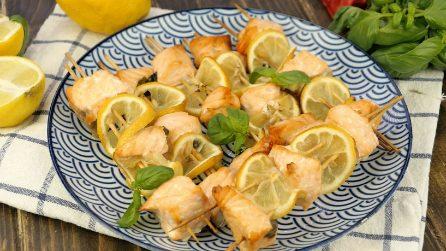Spiedini di salmone e limone: leggeri, deliziosi e facilissimi da preparare!