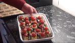 La ricetta per preparare buonissimi involtini di melanzane e zucchine, con pancetta e prosciutto