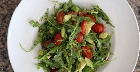 Arugula, avocado and tomato salad: a delicious Spring and Summertime dish