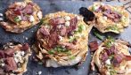 Grilled cabbage steaks with blue cheese and bacon: to absolutely try
