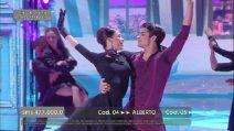 """La finale di Amici, Rafael balla sulle note di """"La vie en rose"""""""