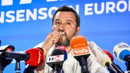 """Elezioni Europee, Matteo Salvini bacia il Rosario: """"Ringrazio la Madonna e chi c'è lassù"""""""
