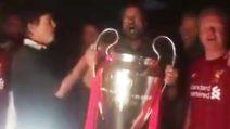 Jurgen Klopp, l'allenatore che festeggia la Champions con i tifosi